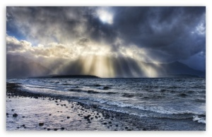 crepuscular_rays_over_sea-t2
